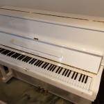 Witte hoogglans piano Samick 118 Imperial by Klavierbaumeister Klaus Fenner. Nieuwstaat  Euro 1890,-