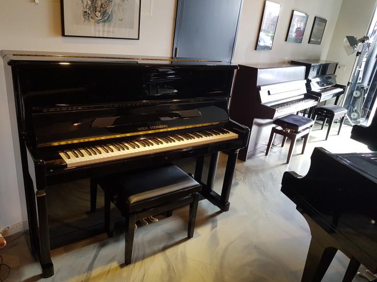 Piano Wilhelm Steinberg  P125N , zwart hoogglans. Duitse bouw. Renner mechaniek. Nieuwstaat  Gereserveerd