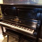 Steinway & Sons piano 138. zwart pol. Gebouwd Hamburg Duitsland. Exclusief instrument.   VERKOCHT