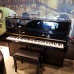 Europese piano Frankenbach 110 zwart glans 3e studiepedaal  Euro 1690,-