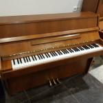 Gebruikte Japanse piano Kawai 109, noten met 3e studiepedaal. Budgetprijs  690,00