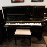 Occasion piano Samick SU 131 zwart hoogglans, studiepedaal. Goede klank en speelaard. Euro 1890,-